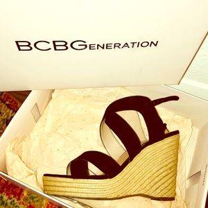 BCBG generation Jaida Micro suede Black wedges 8.5